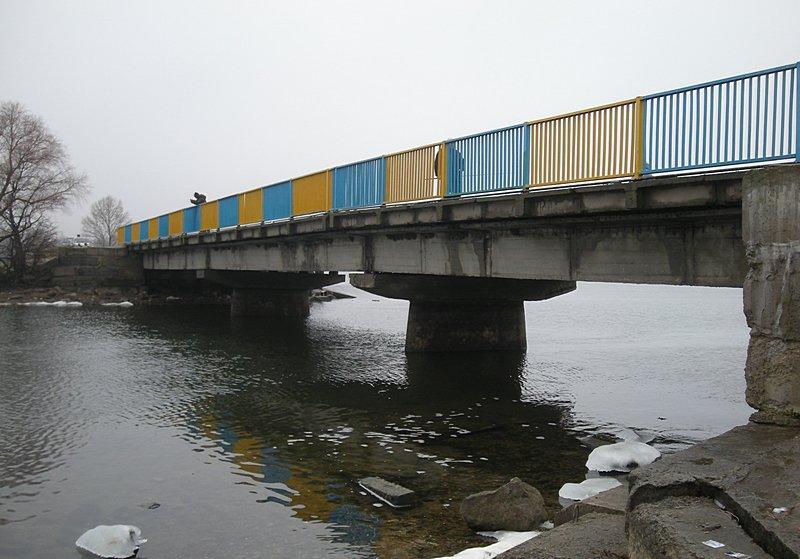 Мост на Артёмовской дамбе Печенежского водохранилища