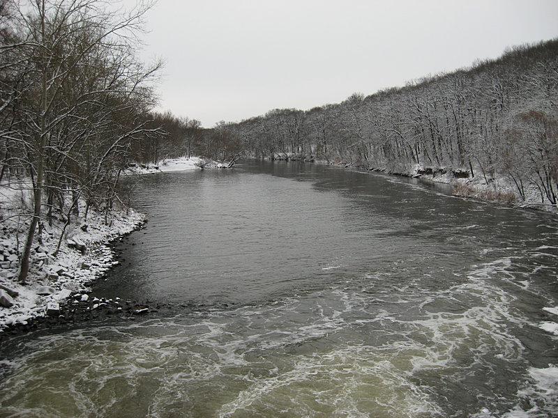 Северский Донец зимой, вид с Эсхаровской плотины