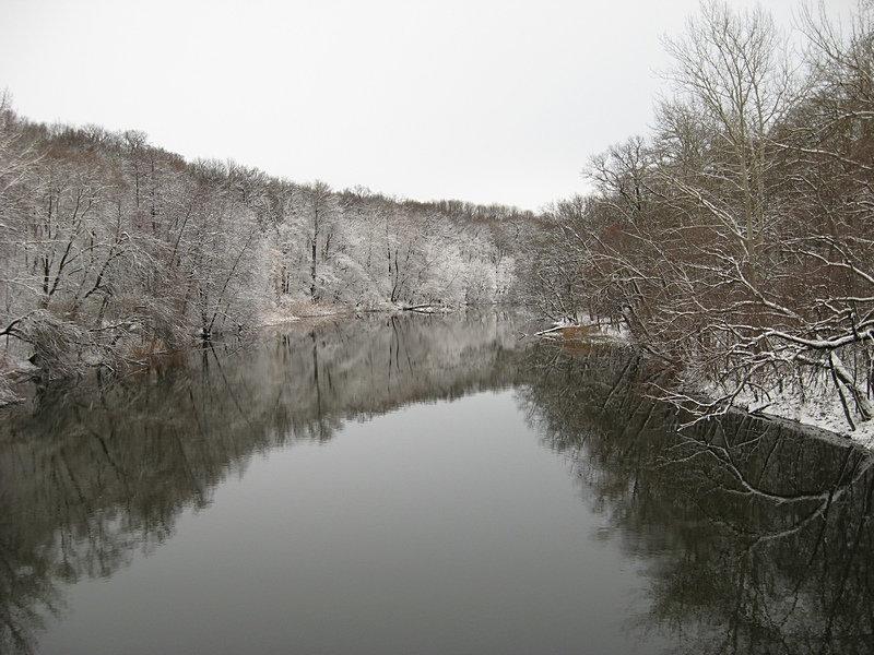 Северский Донец, вид вверх по течению с плотины у посёлка Эсхар