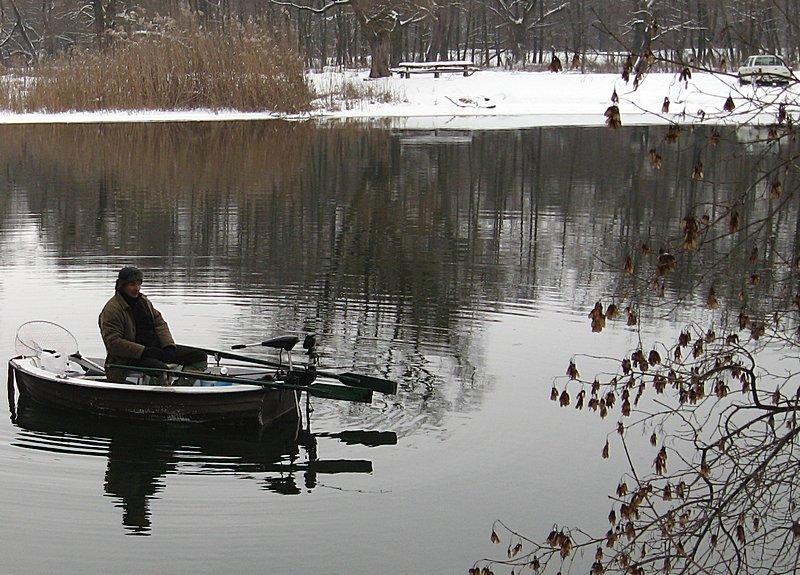 На рыбалке встретили Стаса, который ловил рыбу с лодки